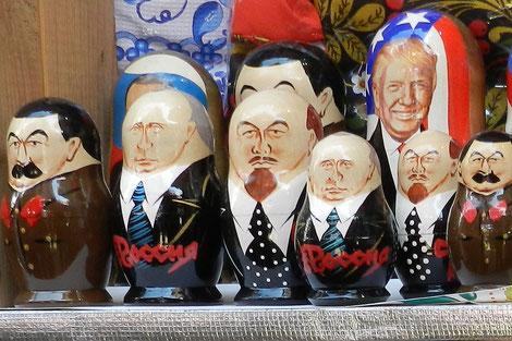 Matrjoschka-Holzpuppen mit Lenin, Stalin und Putin