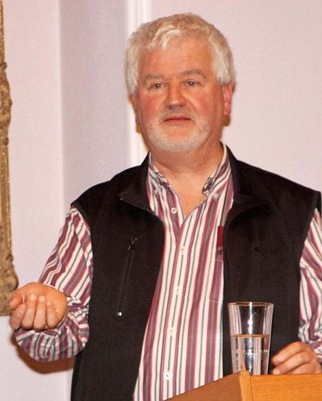 Pfarrer Christoph Kreitmeir bei seinem Vortrag über das Leben und die fünf Säulen der Gesundheit nach Sebastian Kneipp. Foto: Günther Geiling