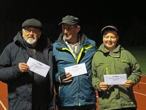 48. Chapeau-Turnier vom 12.11.2016 - (v.l.) Turniersieger Günter Oetzmann, 2. Platz Bernd-Rito Sönksen, 3. Platz Justin Mohrkamm