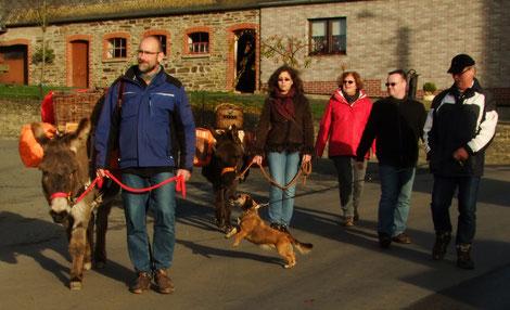 Die meisten Hunde - wohlerzogen oder nicht - haben viel Stress bei einer Eseltrekkingtour.