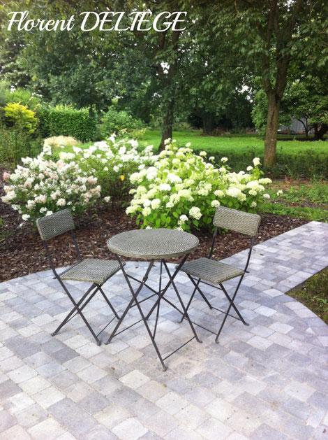 aménagement terrasse allée pavage province de Liège parc et jardin création paysagiste