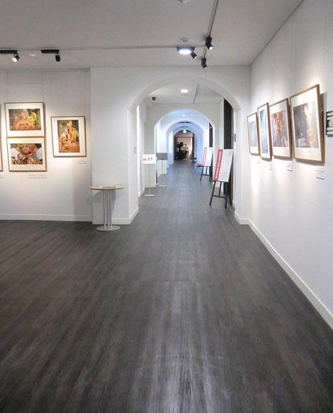 ●中に入ると展示室は1階と2階に分かれていて、教室に入っていくような感じで面白いです
