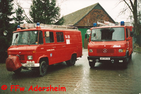 Das alte LF 8 (links) mit dem heutigen LF 8/6 bei der Fahrzeugübergabe