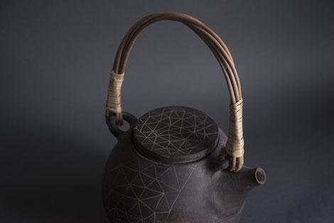 geometric pattern pottery ceramics sgraffito