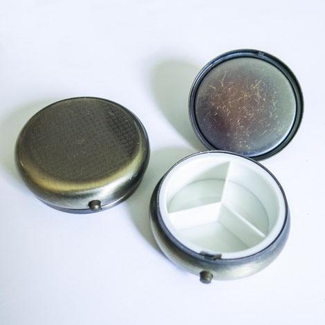 Medikamentendose mit drei Fächern, aus Kupfer, Ø 5cm