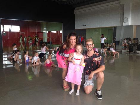 Ganadora del concurso con la directora Inma y el profesor Eric