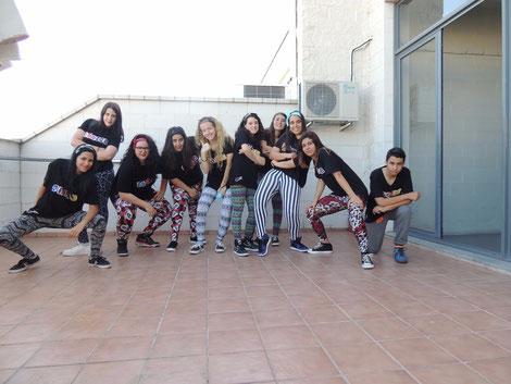 Alumnos de Danzas Urbanas en la terraza