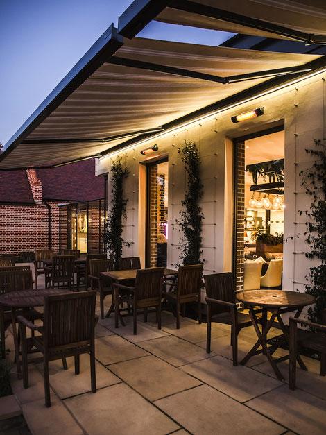 Wärmestrahler für Terrasse direkt unter einer Markise moniert