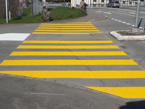 Markierung Fussgängerstreifen, Verkehrszeichen, Strassenmarkierung