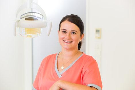 Propyhlaxe-Team der Zahnarztpraxis Dr. Neubauer in Hauzenberg (© Joe Mills Photo Hauzenberg)