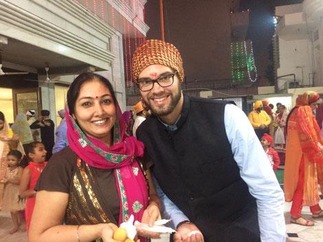 DIWALI Feierlichkeiten vor dem Sikh-Tempel gemeinsam mit Punita Kapoor - der Deutschlehrerin der Springdales School, Pusa Road