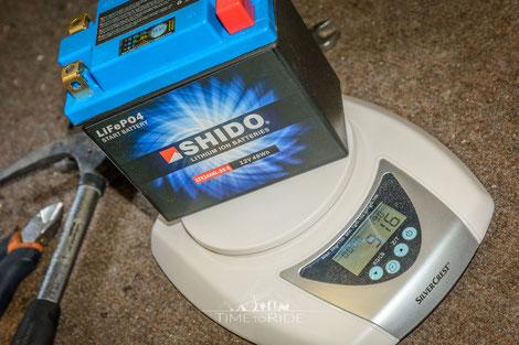 Gewicht einer Lithium Motorradbatterie