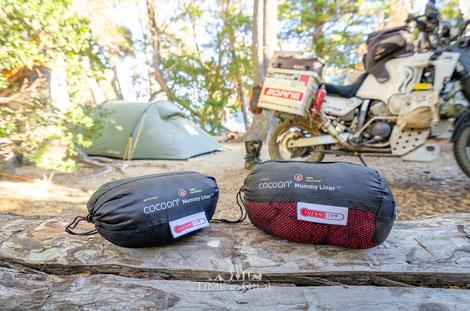 Cocoon Schlafsack Inlet Performer & Radiator auf Motorrad-Reise