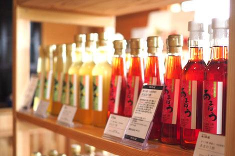棚に並ぶ飲む酢