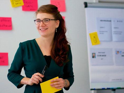 Zufriedene Teilnehmerin am Fortgeschrittenen-Training für Workshopmoderation