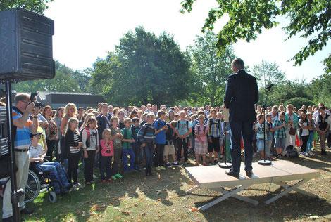 Bürgermeister Knop begrüßt alle Schülerinnen und Schüler der neuen Gesamtschule Oelde