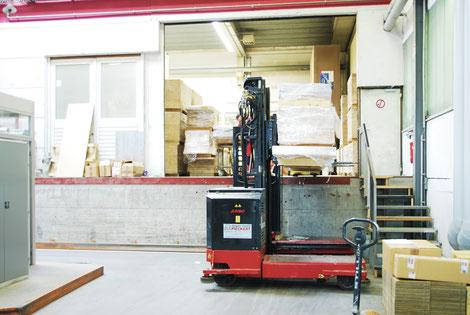 Bucher Treppen - moderne Treppenherstellung - Just-in-Time-Produktion & Logistik, Laderampe