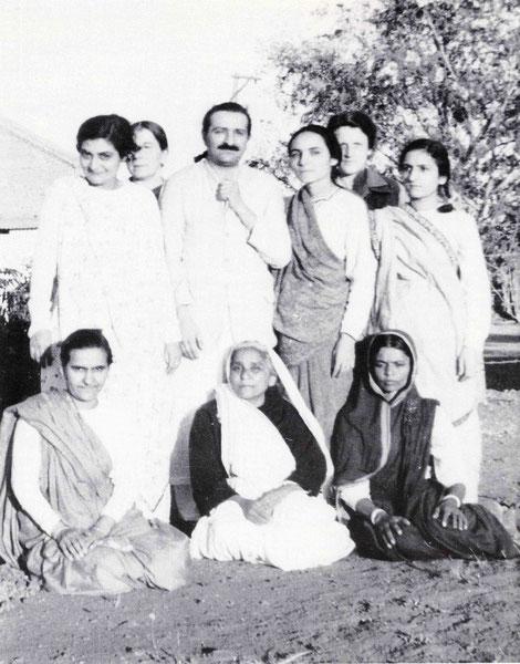 ( L-R ) Standing : Freiny Irani, Kitty Davy, Baba, Mehera Irani, Rano Gayley & Khorshed Irani. Seated : Naja & Soonamasi Irani & Valu.
