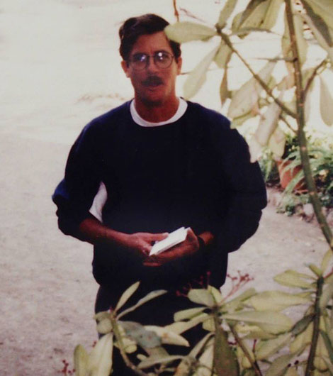 Peter Booth at Meherabad-1994. Courtesy of Jeff Craddock. ( cropped image )