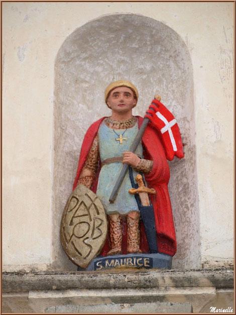 Statue de Saint Maurice sur le portail d'entrée de l'église Saint Maurice de Gujan-Mestras, Bassin d'Arcachon (33)