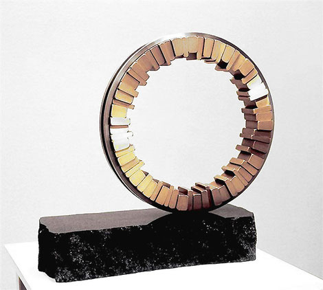 <Circle - No.14> / 1994 / stainless  steel 、brass   / H.50x55x17 (φ38) cm     OUR徳島彫刻大賞展[模型入選]