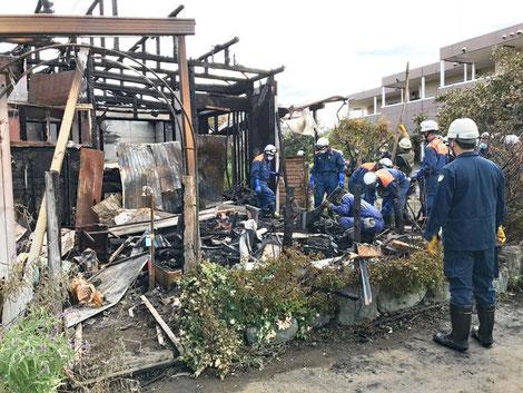 消防の人たちが20人以上来て現場検証していた。ご苦労さまです。