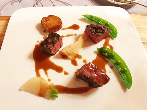 国産牛肉のグリル。 柔らかい赤身牛肉がとても味わい深かった