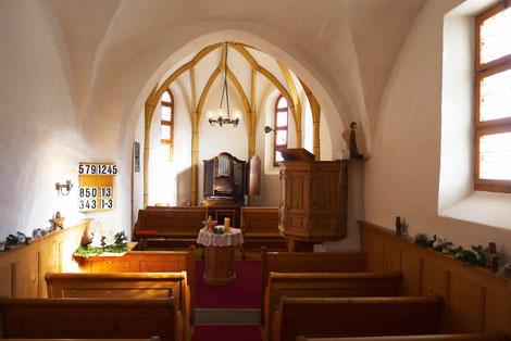 Innenansicht Kirche Maladers; Foto: Karin Vonow