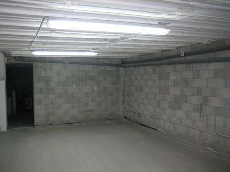 Installation électrique dans garage avec néon étanche
