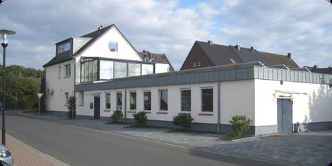 Am Standort Wassenberg sind die Geschäftsleitung und Verwaltung,  SMD Bestückungsmaschinen, Dampfphasen-Lötmaschine, die konventionelle THT Handbestückung, die Wellen-Lötbäder, die Baugruppenmontage, die Abteilung Qualitäts- und Endkontrolle