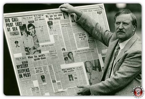L'esperto di UFO australiano  Colin Norris fotografato nel 1987.