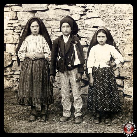 Da sinistra - Lucia dos Santos, Francisco e  Giacinta Marto