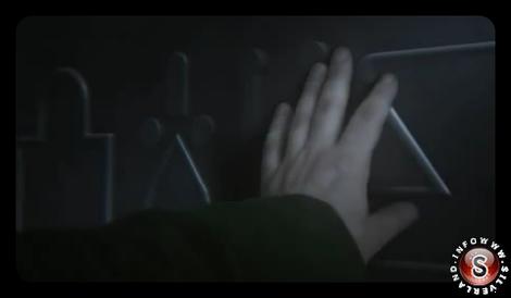 The Rendlesham Forest UFO Incident - James Penniston mentre tocca l'oggetto