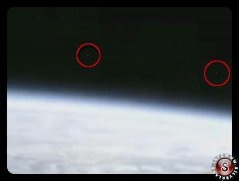 Oggetti volanti non identificati che escono dall'atmosfera terrestre