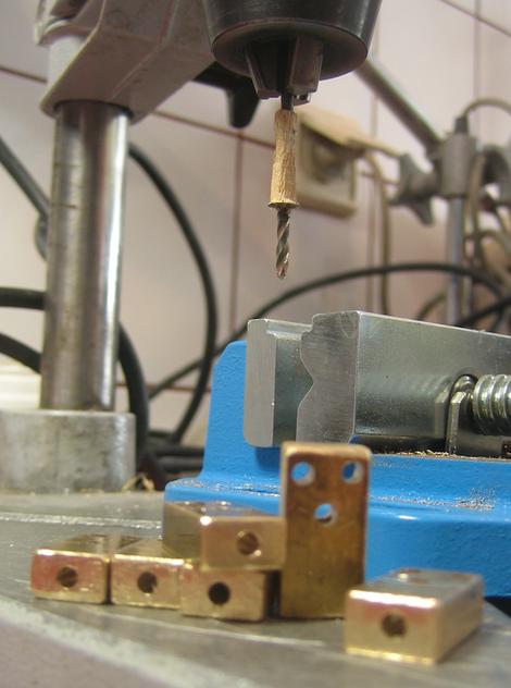 Standbohrmaschine Messing bohren Bridge Tremolo Gitarre Handmade vintage Steampunk Rockinger Zebra