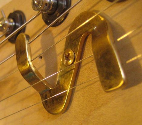 David Bergmann Guitar stringtree Saitenniederhalter Gitarrensaiten Tremolo Messing Vintage Klang Einzelstück