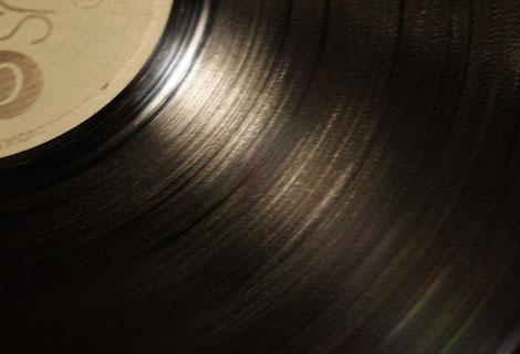 Saubere Schallplatte nach der Wäsche mit längerer Einwirkzeit