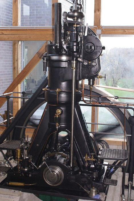 Sehr guter Zustand des Grazer Einzylinder-Einblasediesels, Baujahr 1904,