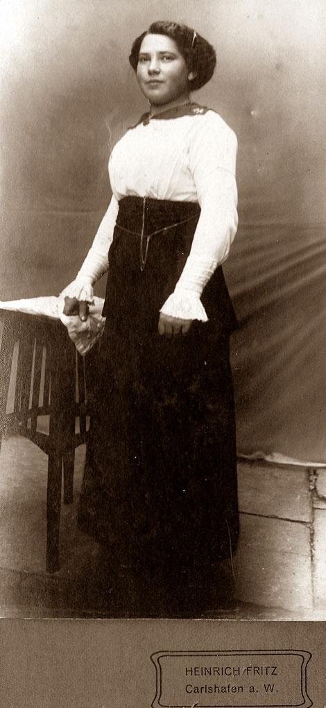 Photographie einer unbekannten Dame des Carlshafener Fotografen Heinrich Fritz aus der Zeit um 1910/25