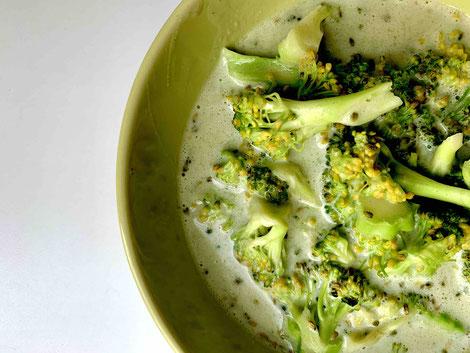 Proweightless Brokkolisuppe mit etwas frischem Brokkoli