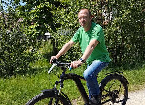 e-Mountainbike Testfahrer René aus Tuttlingen auf dem Atom-X Cross Pro