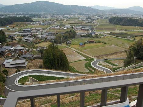 長篠設楽原PAの展望台から新城市を見下ろす