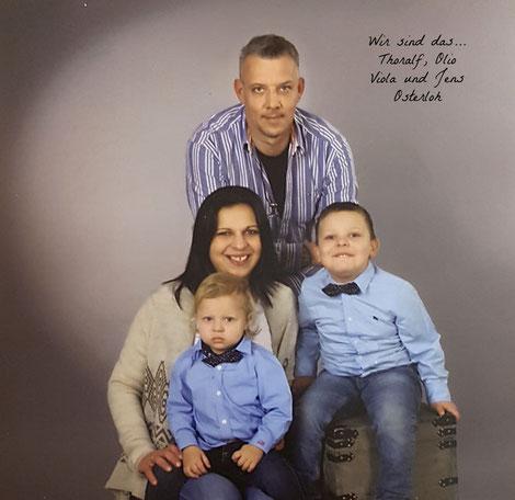 Foto der Familie Osterloh: Jens, Viola und ihre beiden Kinder.