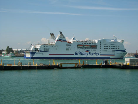 Mont Saint Michel arriving in Portsmouth from Ouistreham, before the installation of exhaust scrubbers in late-2015.