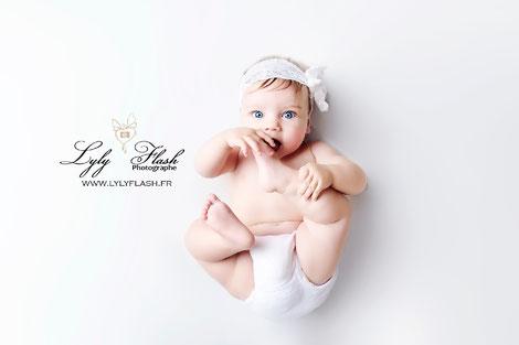 photo bébé pied bouche