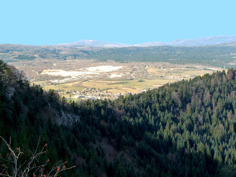 Hauteville et son plateau vue du Belvédère de Planachat