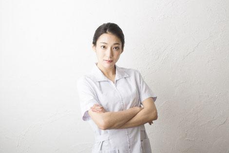 転職を考えている女性薬剤師の画像