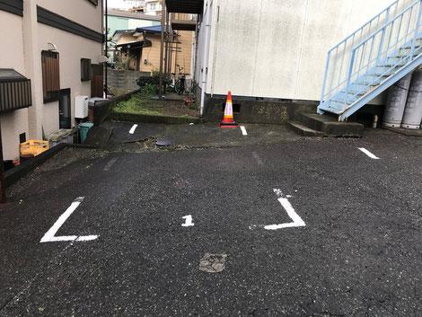 こちらの駐車スペースをご利用ください