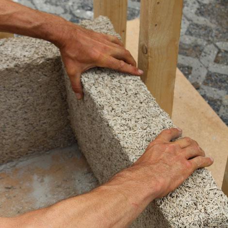 Hanfingenieur: Hanfmauerwerk mit Holzständerbau kombiniert. Hanfhaus