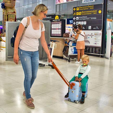 Anne und Mika am Flughafen
